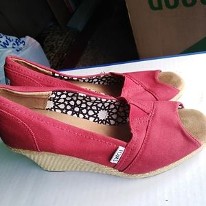 TOMS WEDGES SANDALS SIZE 8W